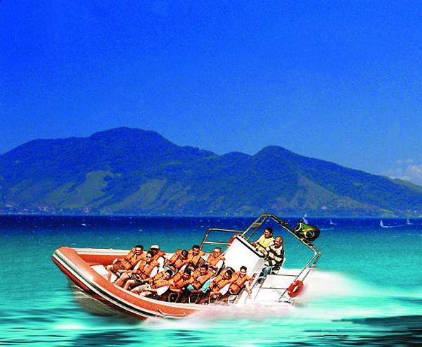 Speedboat para a Praia de Castelhanos