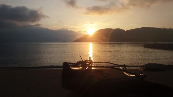 Nascer do Sol de Canoa Polinésia - Ilha Grande