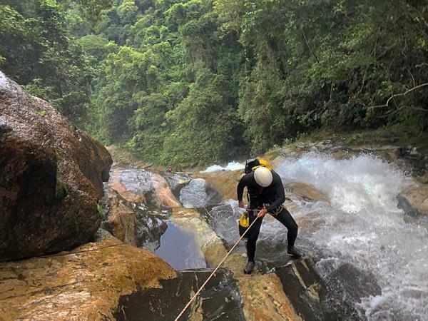 Rapel na Cachoeira da Pedra Lisa